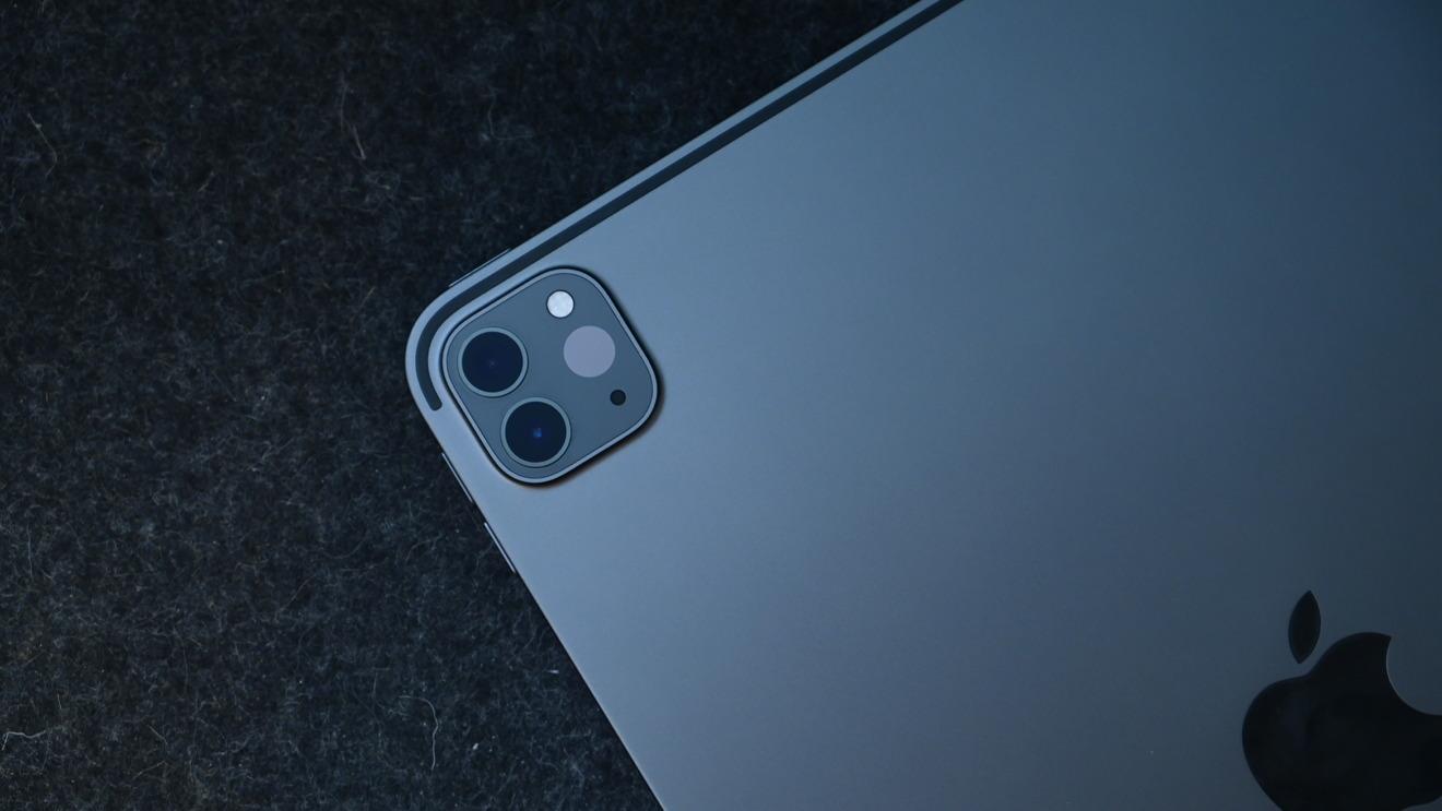 Новая камера состоит из 12-мегапиксельного широкоугольного объектива и 10-мегапиксельного ультраширокоугольного объектива