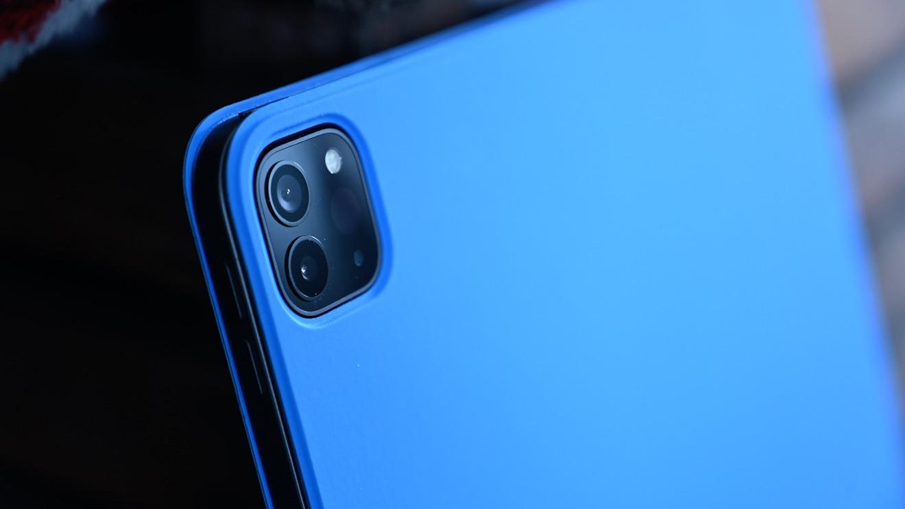 iPad Pro 2020 в синем смарт-чехле