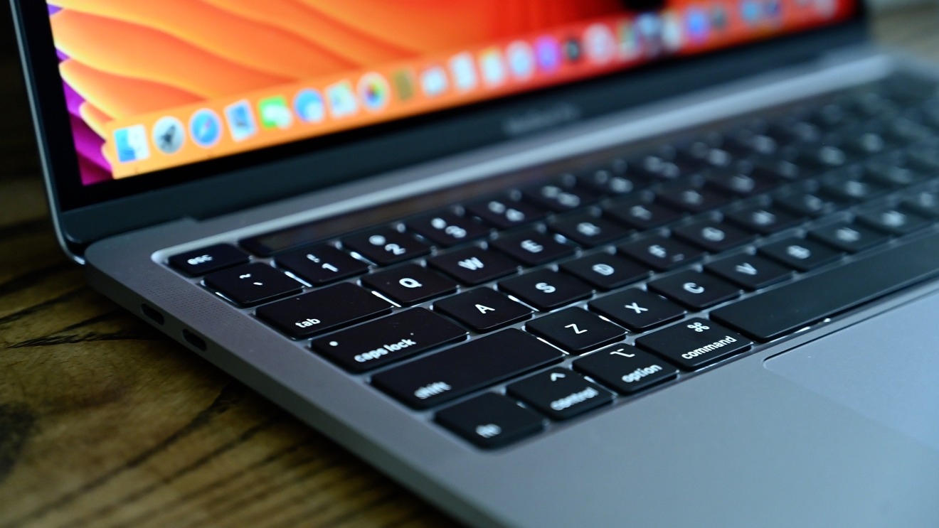 """Magic Keyboard на 13-дюймовом MacBook Pro (2020) оснащена механизмом """"ножницы"""", имеет физическую клавишу Escape и конфигурацию клавиш со стрелками в виде перевёрнутой буквы """"T"""""""