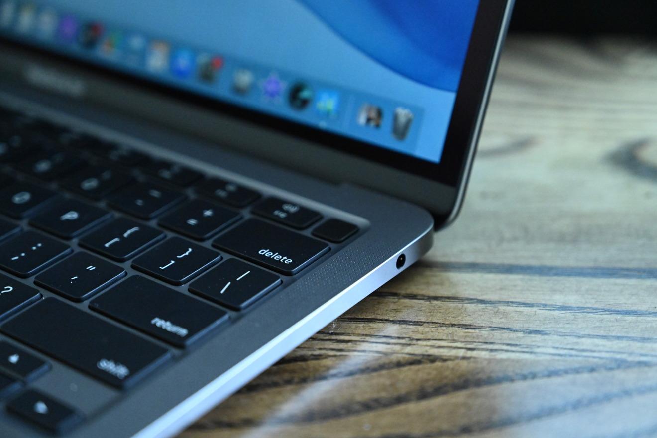 Разъём для наушников в MacBook Air 2020
